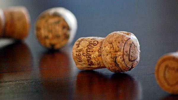 800px-champagne_corks2