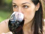Young_woman_drinking