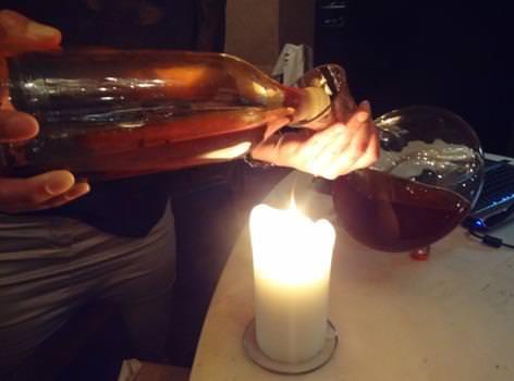 Wine_decanting